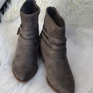 "Grey back zip 1.5"" heel with side buckle"